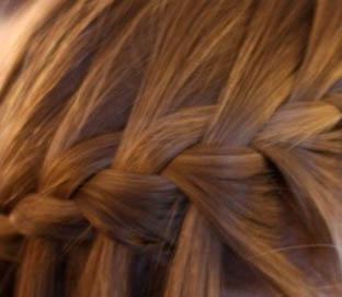 capelli-acconciati-con-le-trecce